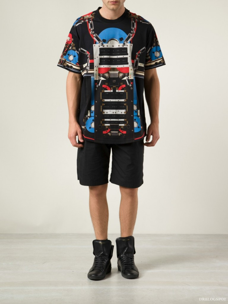 8f75fa638e34 MR PORTER – Givenchy Robot-Print Black T-Shirt. Black T-shirt with robot  print by Givenchy. This item is large to size