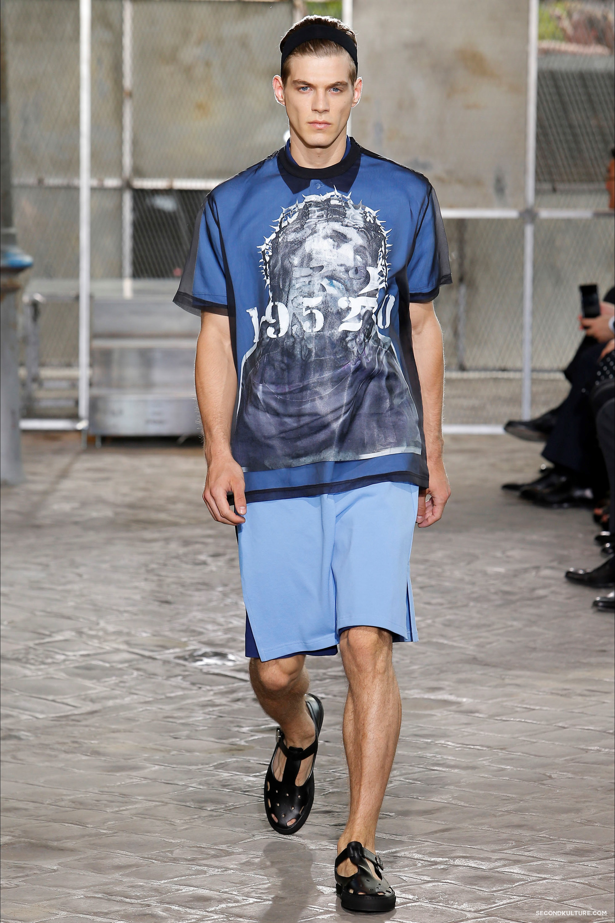 Givenchy Spring Summer 2016 Menswear Jesus Religion Chain Runway Show Look 19
