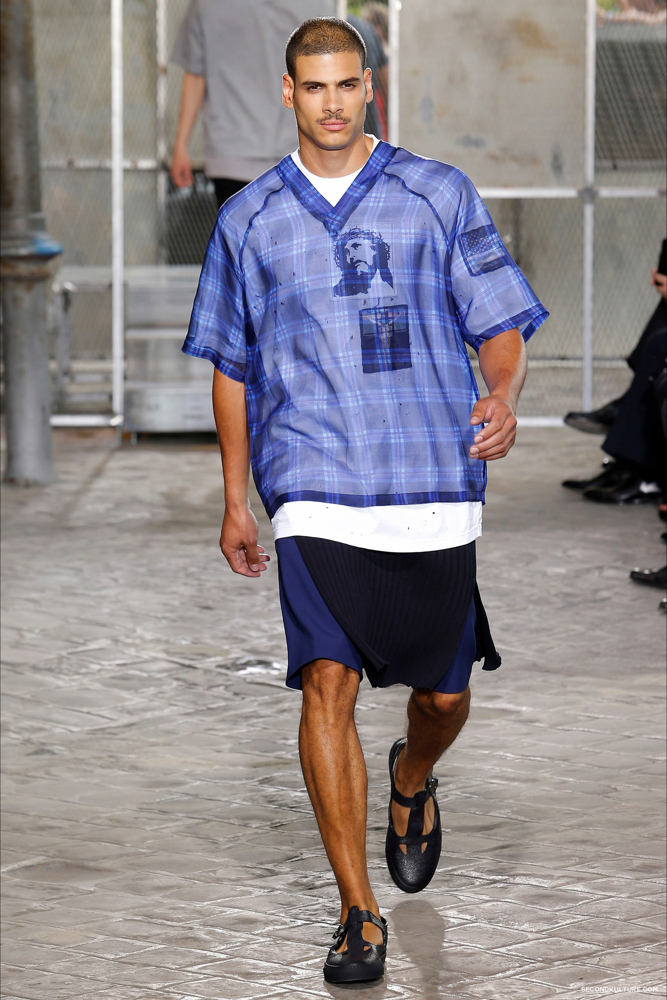Givenchy Spring Summer 2016 Menswear Jesus Religion Chain Runway Show Look 21