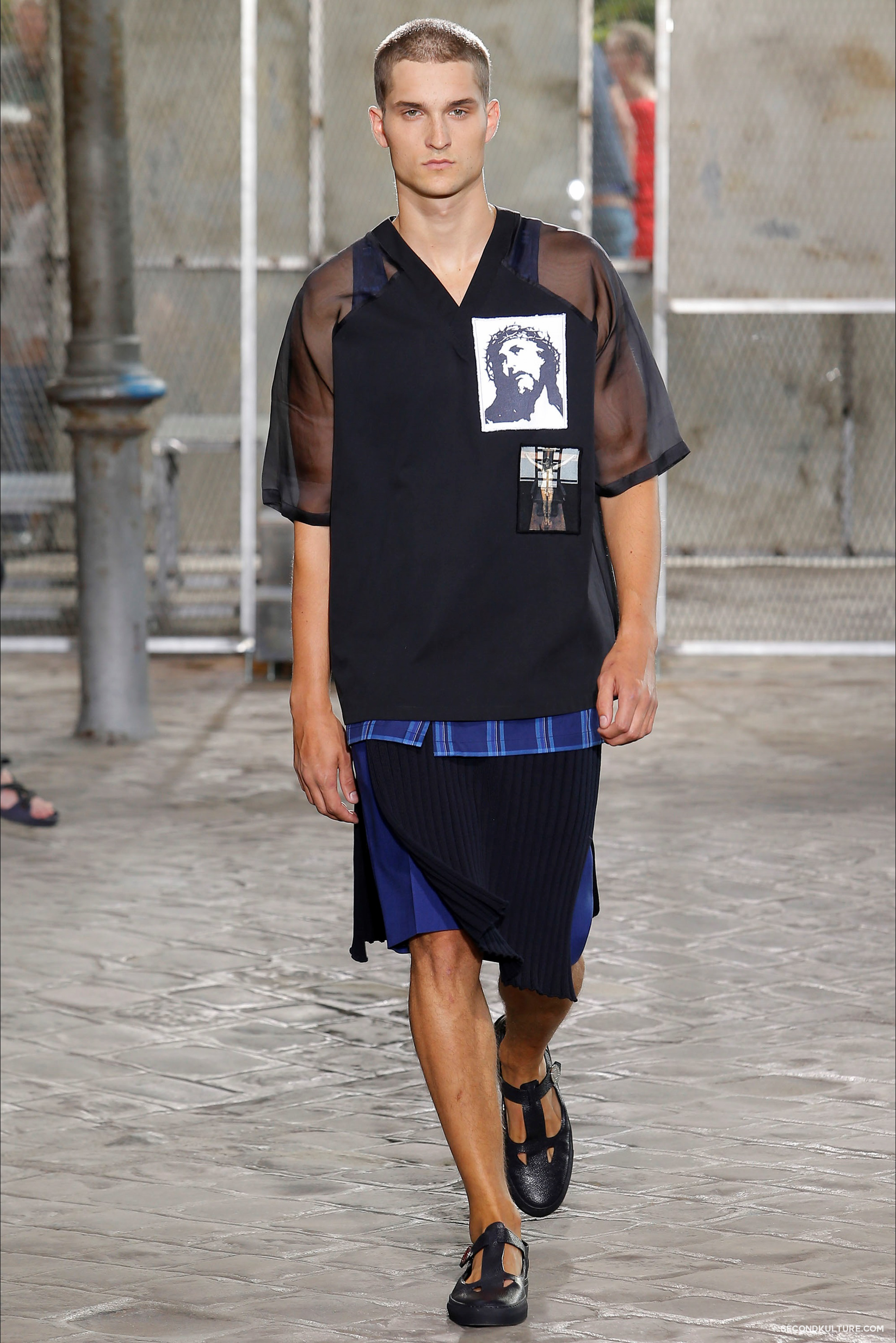 Givenchy Spring Summer 2016 Menswear Jesus Religion Chain Runway Show Look 23