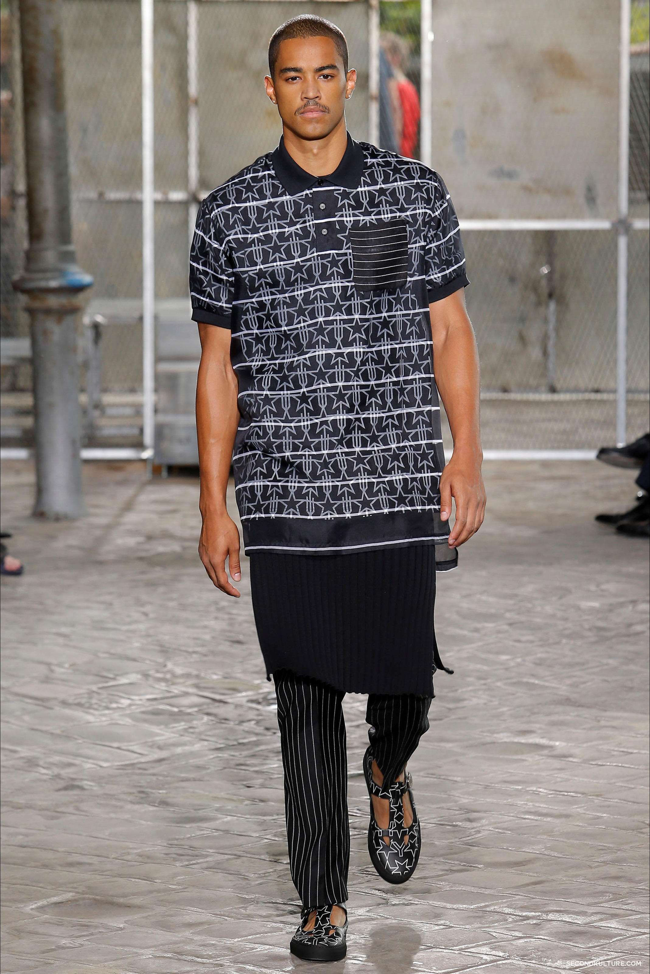Givenchy Spring Summer 2016 Menswear Jesus Religion Chain Runway Show Look 38