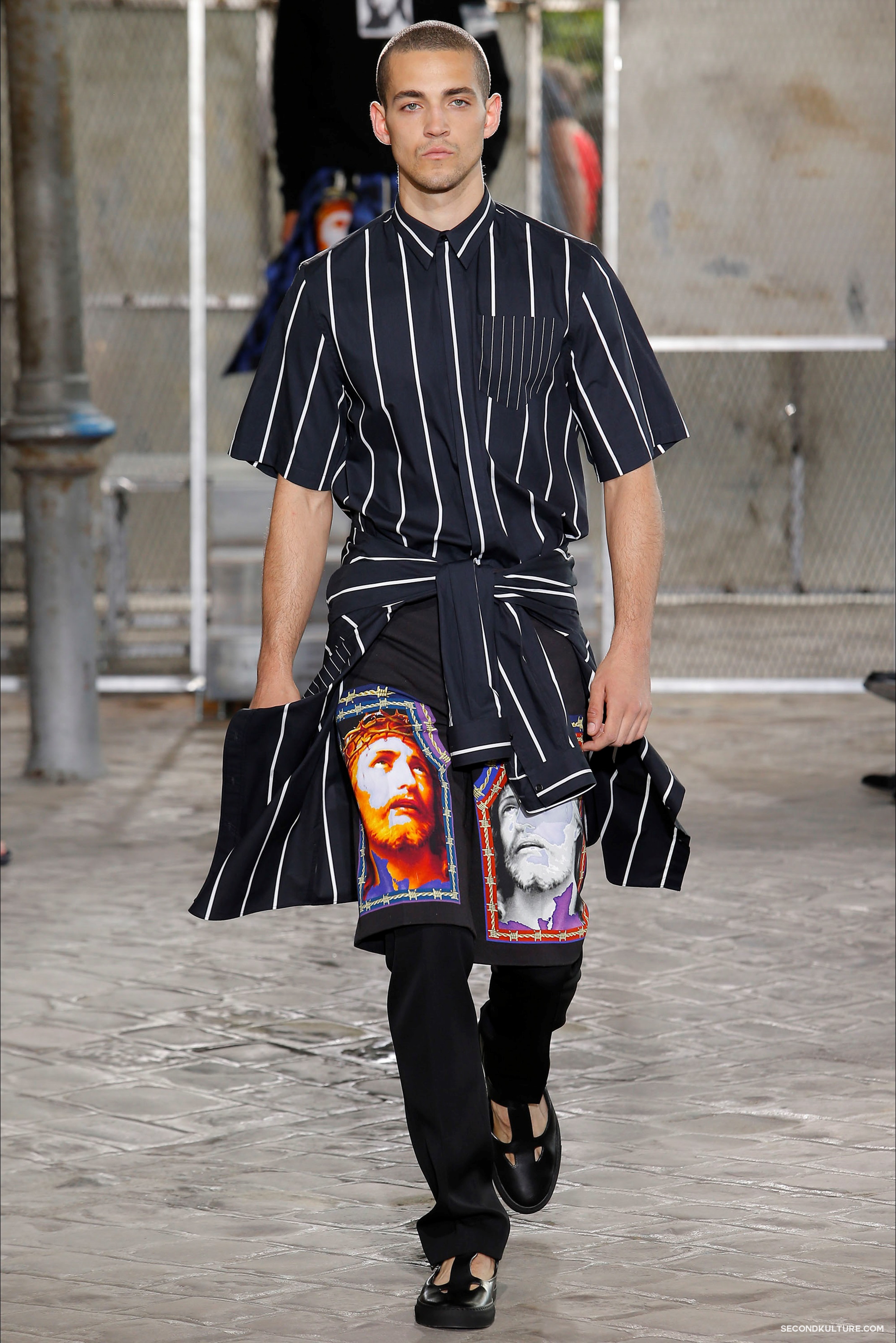 Givenchy Spring Summer 2016 Menswear Jesus Religion Chain Runway Show Look 41