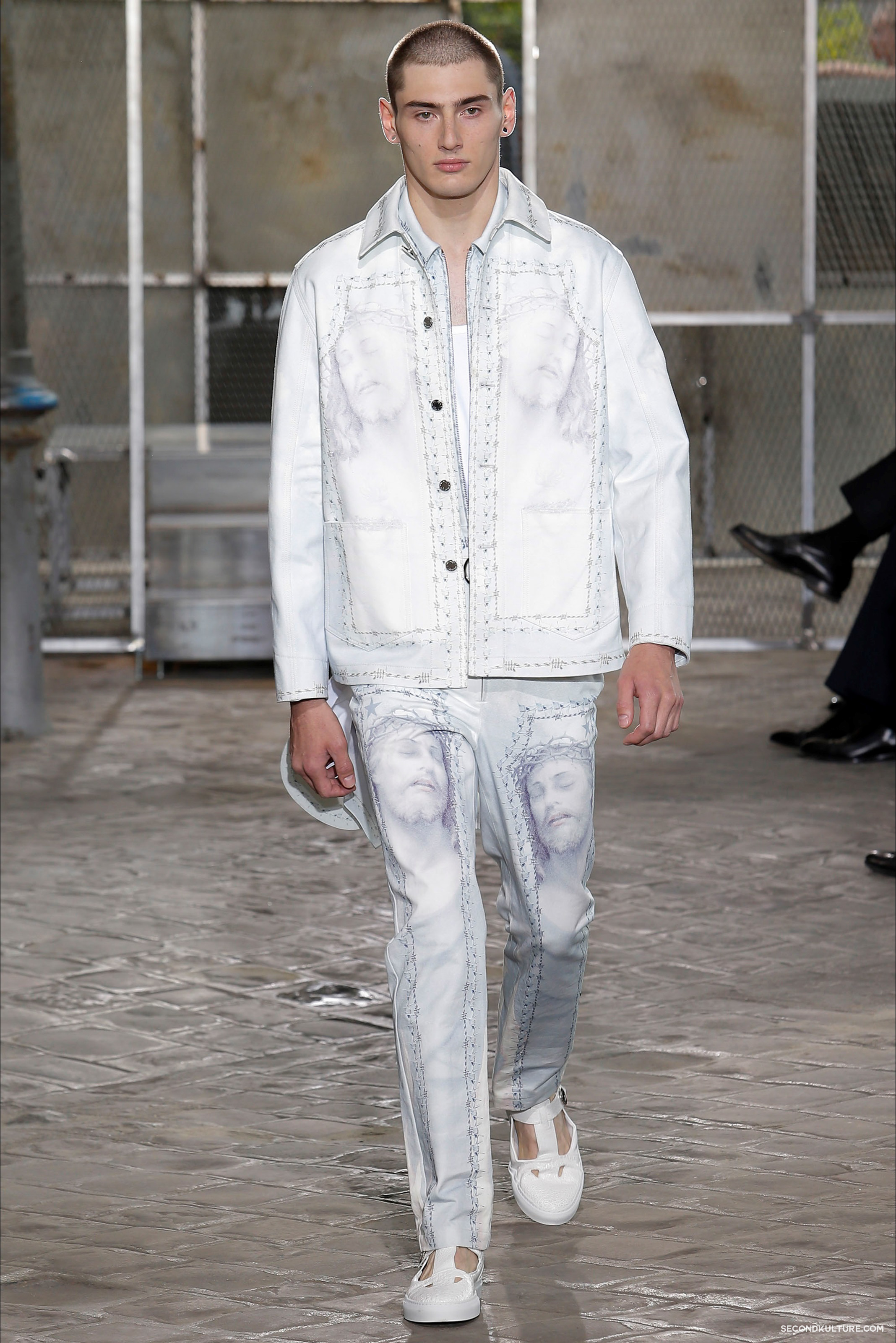 Givenchy Spring Summer 2016 Menswear Jesus Religion Chain Runway Show Look 44