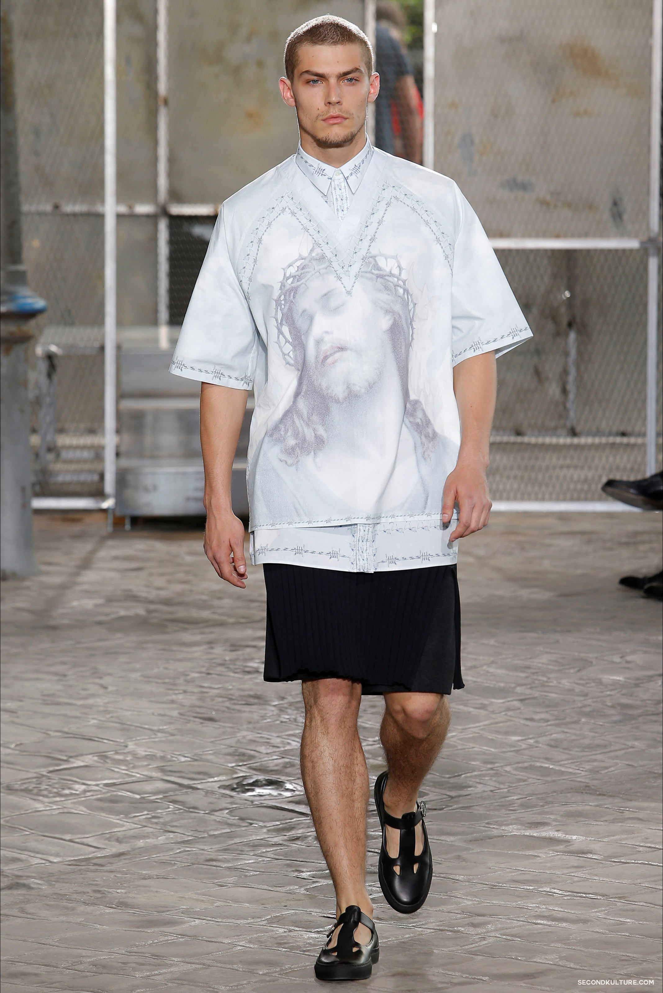 Givenchy Spring Summer 2016 Menswear Jesus Religion Chain Runway Show Look 45