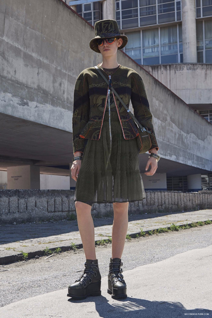 Givenchy Pre-Spring 2017 Womenswear - Look 15