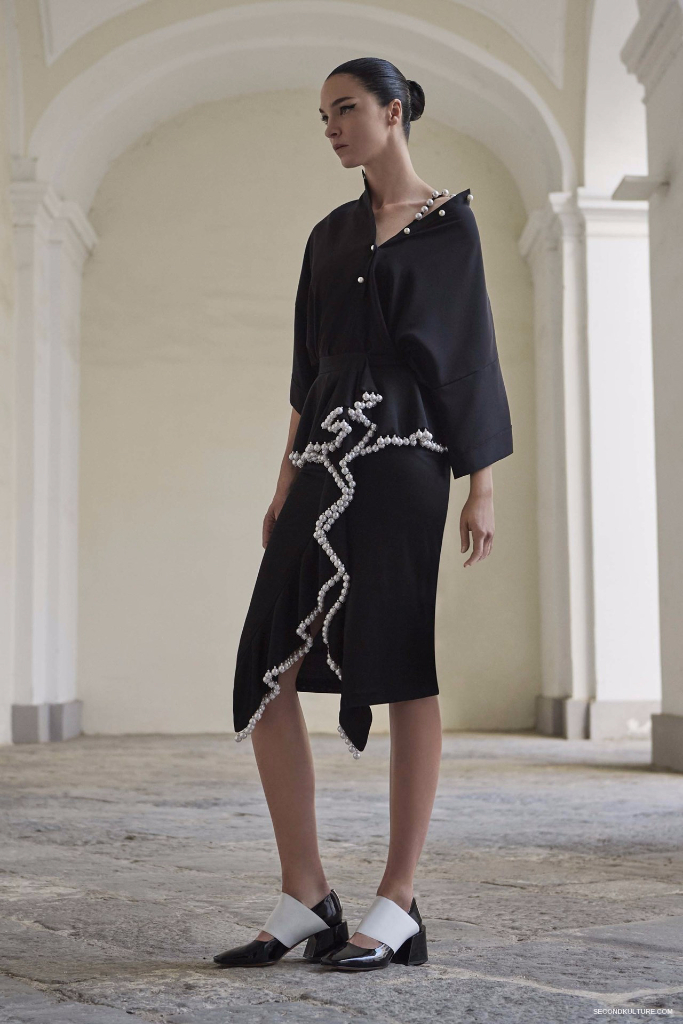 Givenchy Pre-Spring 2017 Womenswear - Look 1