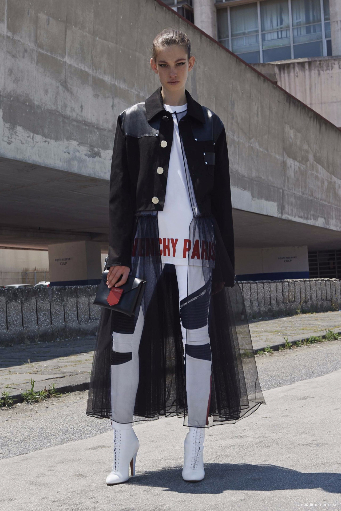 Givenchy Pre-Spring 2017 Womenswear - Look 19